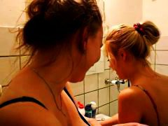 Porn: Banho, Louras