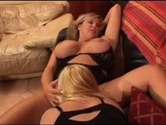 Porno: Iri Döşlü, Lezbi, Barmaqla, Sarışın