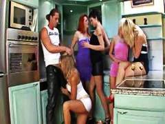 جنس: نيك ثلاثى, خولات, ثنائيو الجنس, حفلة