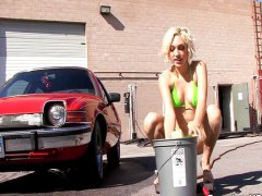 Porno: Bikini, Mašīnā, Blondīnes