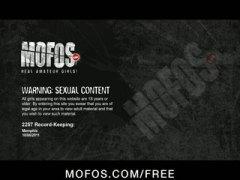 Porno: Gjokset, Tatuazhi, Me Ish Të Dashurën, Jashtë Shtëpisë