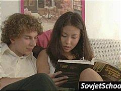 جنس: على الكنبة, روسيات, مص, عمل