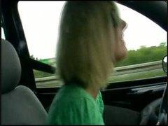 პორნო: მანქანა, მოყვარული, პირში აღება, ქერა