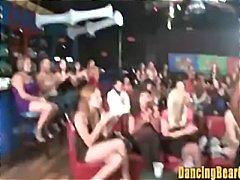Porn: Oblečena Ženska In Nag Moški, Ples, Fafanje, Slačenje