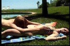 جنس: حمام السباحة, بنات, خارج المنزل, أثداء طبيعية