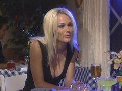 Lucah: Rambut Blonde, Awam, Comel