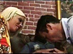 Pornići: Međurasni Seks, Kavez Za Kitu