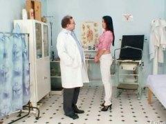 جنس: الزبار الصناعية, طبيب النساء, طيز, الطبيب