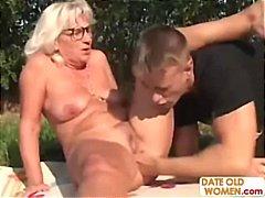 Porno: Senelės, Lauke, Blondinės, Hardcore