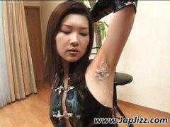 פורנו: בחורה, אסיאתיות, חליפות גומי, יפניות