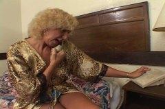 פורנו: צעירות, סבתות, לסביות, בלונדיניות