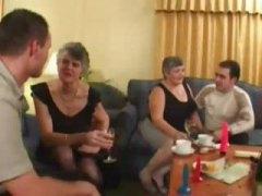 Porn: समूह, बुड्ढी औरत, सेक्स पार्टी
