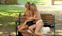 جنس: وردى, سحاقيات, بنات جميلات, خارج المنزل