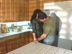 პორნო: წყვილი, სამზარეულო, მოყვარული