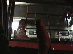 جنس: تعرى علناً, في الحافلة