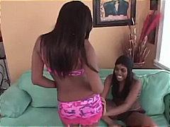 Porno: Lesbianas, Consoladores Con Arnés, Oral, Oral