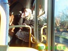 جنس: هواه, تعرى علناً, في الحافلة
