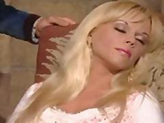 Lucah: Buah Dada Besar, Dubur, Amatur, Rambut Blonde