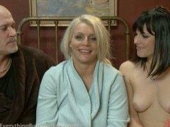 Porn: मुठ्ठी घुसाना, सनकी, पिटाई करते हुए