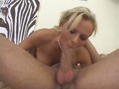 პორნო: პირში აღება, სექსი უკნიდან, ქერა