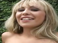 Lucah: Seorang, Konek Palsu, Rambut Blonde, Luar Rumah