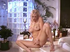 Porno: Šlapios, Dideli Papai, Blondinės, Su Pirštu