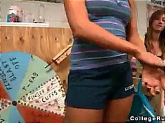 جنس: سكارى, بنات مدارس, قبلات, مص