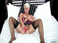 Porn: घरेलू महिला, मिल्फ़, सुनहरे बाल वाली