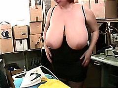 Porno: Bythëmadhet, Cicëmadhet, Cicëmadhet, Ngacmimi
