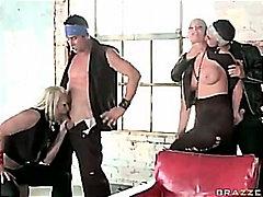 Bold: Grupo, Maganda, Kwento, Tomboy