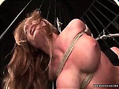 Porno: Baskınlık, Parmak, Büyük Göğüsler, Sarışın