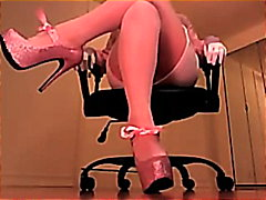 Lucah: Skirt, Perempuan Mendominasi, Rakam Sendiri, Tumit Tinggi