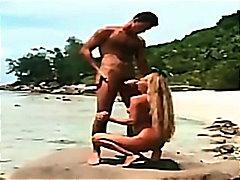 Porno: Bikini, Açıkhava, Öpüşme, Sarışın