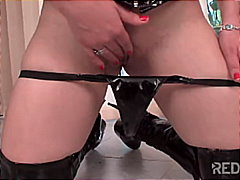 Porno: Couple, Branlette Espagnole, Latex, Pipes