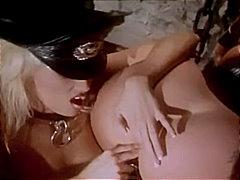Porno: Masturbasya, Sarışın, Uniforma, Strapon