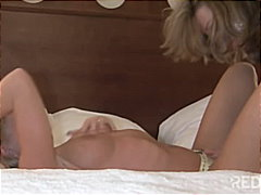 Porno: Mare Que M'agradaría Follar, Masturbació, Petó, Lèsbic