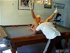 Porno: Bjondinat, Qiftet, Thithje