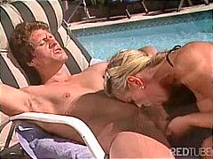 ポルノ: セックス, フェラチオ, プール, 金髪