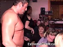 جنس: حفلة, مص, جنس جماعى, نساء كاسيات ورجال عراه