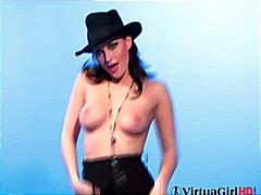 Porno: Raseeritud, Stripp, Sukad