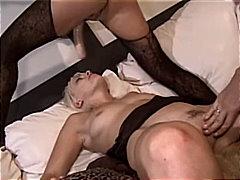 Porno: Strapon, Lezbi, Sarışın, Qırxılmış