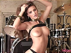Porno: Striptýz, Brunetky, Hračky, Masturbace