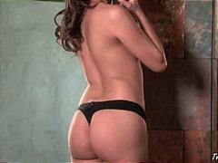 Porr: Stripp, Brunett, Onani, Underkläder