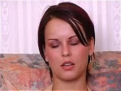 色情: 褐发女郎, 家庭性爱录像, 肛交, 猛干