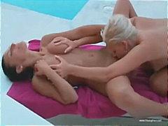 Porno: Lezbiket, Me Lojëra, Cicëmadhet, Jashtë Shtëpisë
