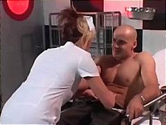 ポルノ: 看護師, 金髪, 現実味, ポルノスター