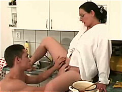 Porn: चश्मिश, गुदामैथुन, मिल्फ़, रसोई