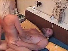 Porno: Pusmūža Sievietes, Kovbojmeitenes, Blondīnes, Tīņi