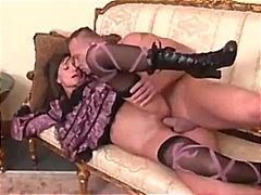 Porno: Seemnepurse, Väiksed Rinnad, Riides Naine Vs Alasti Mees, Oraal