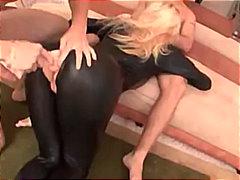 Porno: Thithje, Dildo, Latexe, Pornoyje